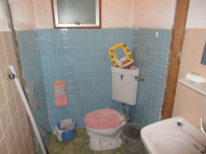 リフォーム中のトイレ